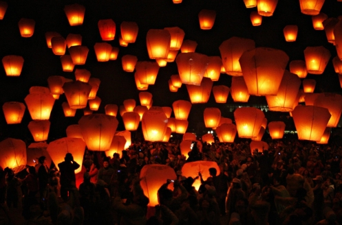 People begin to release their sky lanterns for the Chinese Sky Lantern Festival in Pingsi, Taipei County, Taiwan on February 7, 2009 [Nicky Loh]