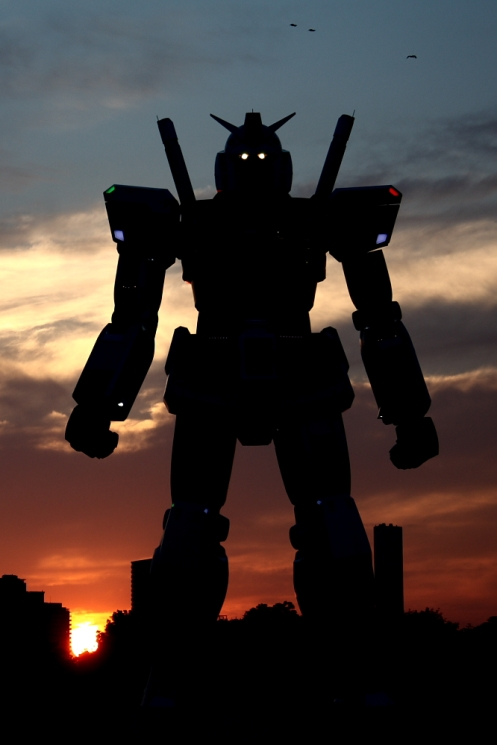 After sunset, Tokyo Gundam comes to life