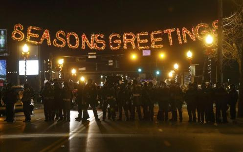 Police form a line in the street under a holiday sign after a grand jury returned no indictment in the shooting of Michael Brown in Ferguson, Missouri November 24, 2014. (JIM YOUNG)